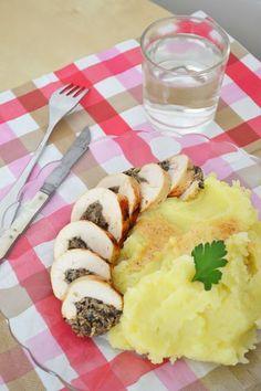 Le pochage est un mode de cuisson excellent pour les volailles. Elles restent moelleuses à souhait. Et en ballotine c'est encore mieux puisque la viande est à la fois dorée et moelleuse ! La …