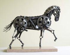 Recyclage de pièces de motos en sculptures danimaux steampunk   recyclage de vieilles pieces de voitures et de motos en sculpture d animaux steampunk tomas Vitanovsky cheval de guerre 2