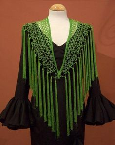 Mantoncillo  frivolite Verde (AGOTADO) EXISTENTE EN AMARILLO; No instructions but great inspiration Crochet Shawls And Wraps, Crochet Scarves, Crochet Clothes, Shawl Patterns, Tatting Patterns, Crochet Doily Diagram, Crochet Lace, Flamenco Costume, Needle Tatting