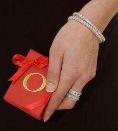 Meski tak sepopuler cincin dan kalung, namun gelang berlian juga adalah perhiasan yang sangat pas untuk mempercantik penampilan Anda.