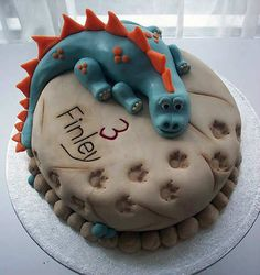 Are your kids animal crazy! Need some inspiration for their upcoming Birthday party? This collection of 10 Adorable Animal Cakes has all the inspiration you need to create an epic cake that the kids will love. Dinasour Cake, Dinosaur Birthday Cakes, Dinosaur Cake Easy, Dinosaur Cakes For Boys, Dinosaur Dinosaur, Dino Cake, Dragon Cakes, Animal Cakes, Gateaux Cake