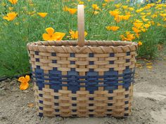 The Car Tote from Baskets by Emily (to buy; no patterns) French Baskets, Old Baskets, Wicker Baskets, Basket Weaving Patterns, Bountiful Baskets, Japan Crafts, Pine Needle Baskets, Basket Quilt, Market Baskets