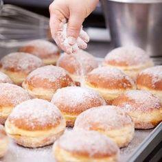 Loja Dulca mostra como comprar doces, bolos e tortas na Internet - Rakuten Magazine - Descubra o mundo da Rakuten Stop Eating Sugar, Unhealthy Diet, Pan Dulce, Tasty, Yummy Food, Sweet Bread, Baking Recipes, Food And Drink, Snacks