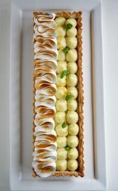 Tarte au citron meringuée Thats Amore! Tart Recipes, Sweet Recipes, Dessert Recipes, Cooking Recipes, Fancy Desserts, Just Desserts, Delicious Desserts, Lemon Meringue Tart, Meringue Pie