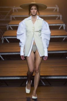 See all the Collection photos from Jacquemus Spring/Summer 2017 Ready-To-Wear now on British Vogue Spring Fashion 2017, Fashion Week, Runway Fashion, High Fashion, Seoul Fashion, Paris Fashion, Vogue Paris, Jacquemus, Fashion Show Collection