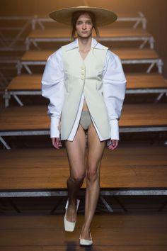 Jacquemus Spring 2017 Ready-to-Wear Fashion Show - Roos van Bosstraeten
