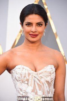 #priyankachopra  #RedCarpet  #Oscars2016 #fashion #Bollywood
