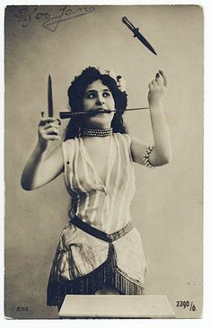 vintage antique antique photo carnival circus act freakshow knives Images Vintage, Photo Vintage, Vintage Pictures, Vintage Photographs, Circus Vintage, Vintage Carnival, Vintage Circus Performers, Circus Art, Circus Theme