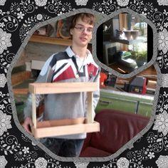 Zijn eerste projectje een etagère voor zijn mams.