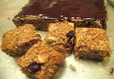 Method Preheat oven to Lightly grease and base line a x tin. Put the oatflakes, almonds, coconut and wheat germ onto a large flat tray. Toast or bake in the oven for about 10 to Wheat Germ, Baking With Kids, Granola Bars, Almonds, Grease, Food To Make, Tin, Toast, Coconut