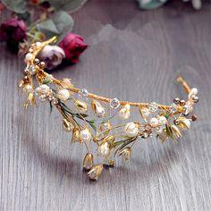 bridal jewelry for the radiant bride Hair Jewelry, Wedding Jewelry, Fashion Jewelry, Gold Jewelry, Pearl Jewelry, Bridal Tiara, Bridal Headpieces, Bridal Crown, Rhinestone Headband