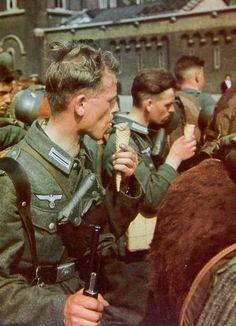 Soldados alemanes en París.