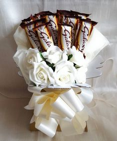 Flower Bouquet Boxes, Candy Bouquet Diy, Flower Box Gift, Diy Bouquet, Chocolate Hampers, Chocolate Gift Boxes, Chocolates, Chocolate Flowers Bouquet, Galaxy Chocolate