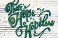De quoi s'agit-il ? Fabriqué uniquement à partir de produits naturels, le moss graffiti, appelé aussi éco-graffiti ou encore graffiti vert, est une belle alternative aux peintures en bombe et autres peintures à base de produits chimiques toxiques. Mais la grande originalité de cette techniqu…