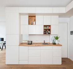 Klein aber fein - Teil des Möbels ist die Küche. : Armadietti & Scaffali di Holzgeschichten
