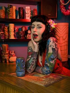 Dolce Onyx #pinup with tiki mugs!!!
