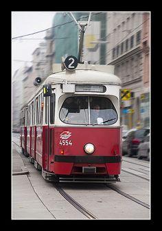 Tram in Wien, Österreich (Vienna, Austria) Austria Country, Metro Rail, My Road Trip, Bonde, Light Rail, Places In Europe, Beautiful Places To Travel, Vienna Austria, Commercial Vehicle