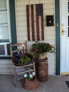 Do you need inspiration to make some DIY Farmhouse Front Porch Decorating Ideas in your Home? When you are trying to create your own unique Farmhouse Front Porch design, you will want to use ideas from those that are… Continue Reading → Front Porch Furniture, Summer Front Porches, Small Front Porches, Unique Garden, Farmhouse Front Porches, Country Porches, Country Homes, Country Porch Decor, Summer Porch Decor
