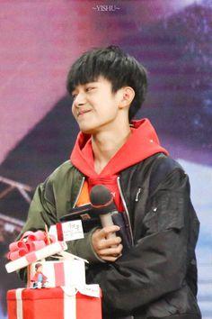 161128 Yiyangqianxi #Jackson #JacksonYi #易烊千玺 #อี้หยางเชียนซี #เชียนซี #TFboys #Happy16thBirthdayYiyangqianxi