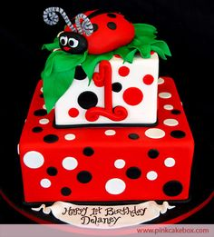 Ladybug Birthday Cake/ I looked for one when Maggie was however we can change the age. One never gets too old for a ladybug cake! Ladybug Cakes, Ladybug Party, Ladybug 1st Birthdays, First Birthdays, Fancy Cakes, Cute Cakes, Awesome Cakes, Pink Cake Box, Celebration Cakes
