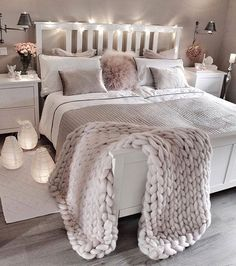 bedroom decor ideas for teens; Small and warm cozy bedroom i… cozy bedroom ideas; bedroom decor ideas for teens; Small and warm cozy bedroom ideas; Cozy Bedroom, Dream Bedroom, Lux Bedroom, Master Bedrooms, Bedroom Neutral, Bedroom Lamps, Bedroom Vintage, Pretty Bedroom, Tumblr Bedroom