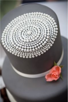 love the detail on this gray and white wedding cake ~ we ❤ this! moncheribridals.com