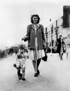Little Keith Richards with his mother Doris, the only woman who could keep him on a leash
