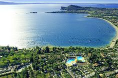 Camping Europa Silvella - San Felice del Benaco ... Garda Lake, Lago di Garda, Gardasee, Lake Garda, Lac de Garde, Gardameer, Gardasøen, Jezioro Garda, Gardské Jezero, אגם גארדה, Озеро Гарда ... Welcome to Camping Europa Silvella San Felice del Benaco. Within the most evocative Lake Garda scenery, where the Valtenesi hills meet the quiet waters of the lake, facing the unique contour of the Rocca di Manerba del Garda and of the Isola dei Conigli, there lies
