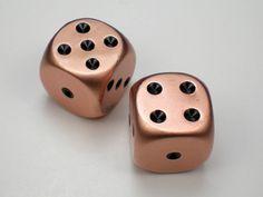 crystal-caste-dice-dwarven-metal-copper-with-black-pips-16mm-d6-6.jpg (800×601)