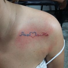 Pai  Mãe  #tattoo #tatuagem #tattoos #tattooist #instattoo #inktattoo #tattooombro #instalove #inspiration #inspirationtatoo #paiemae #mae #pai #tattoodad #tattoomom #dad #mom #maeepai #tattoolove #diadasmães #tatuada #tatuadora #tatuagembrasil #tatuagemfeminina #tattoowoman #tattoodelicada #fineline #tattoocolor  (em Black Magic Tattoo)