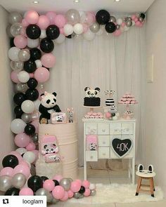 Panda Party Ideas- Total Panda-Monium Prepare for panda cuteness, because these panda party ideas will knock your socks off! We are totally loving this new party trend! Panda Party, Panda Themed Party, Panda Birthday Party, Bear Party, Baby Birthday, Baby Shower Parties, Baby Shower Themes, Panda Baby Showers, Panda Decorations