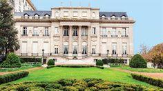 Así es el Palacio Bosch, donde se alojará Barack Obama en la Argentina  Construido en piedra París, cuenta con cuatro niveles y más de 3600 metros cuadrados de construcción. Foto: HOLA / CréIgnacio Arnedo y Tadeo Jones