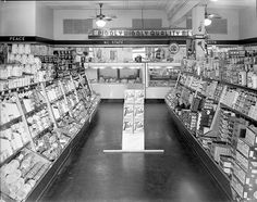 From the Albert Barden Collection, North Carolina State Archives, Raleigh, NC. Supermarket Sweep, Piggly Wiggly, The Old Days, Department Store, Back In The Day, Grocery Store, Retro Vintage, The Past, Photo Wall