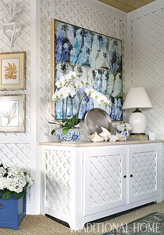 An oil painting crowns the built-in sideboard. - Photo: Peter Rymwid / Design: Linda Benson