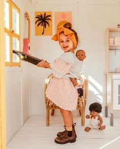 Those windows aren't going to clean themselves 💁🏽♀️ Penelope is such a monkey and loves copying everything I do. We legit fight over the… Little Babies, Cute Babies, Little Girls, Baby Kids, Little People, Little Ones, Bebe Love, Foto Baby, Baby Family