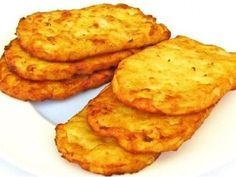 How to make delicious fast food style hash browns. A favourite take away food from all over the world, they can be made even better at home. Mcdonalds Recipes, Hash Browns Mcdonalds Recipe, Hash Brown Patties, Good Food, Yummy Food, Potato Cakes, Hungarian Recipes, How To Make Breakfast, Food To Make