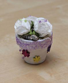 Dekorierte Blumentöpfe mit verschiedenen Materialien. In diversen Größen.  www.ai-art.at