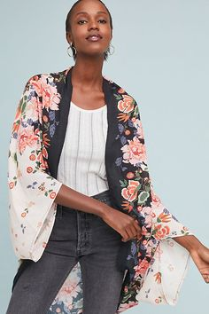 Discover unique kimonos & kaftans at Anthropologie, including the seasons newest arrivals. Only Fashion, Girl Fashion, Womens Fashion, Fashion Design, Women's Kimono Cardigan, Boho Outfits, Fashion Outfits, Long Kimono, Floral Kimono
