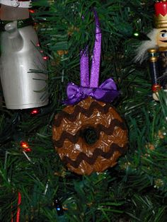 I got a lot of questions about the Samoa ornaments I made for my daughters' Girl Scout Troop, so I thought I'd brush the dust off my neglect...