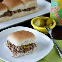 Do you remember eating at Krystal Burgers as a kid, or have you heard about their legendary burgers. This recipe for Homemade Famous Krystal Burgers recreates the vintage recipe. Copycat Recipes, Beef Recipes, Cooking Recipes, Hamburger Recipes, Krystal Restaurant, Krystal Burger, Hotdog Sandwich, Great Recipes, Favorite Recipes