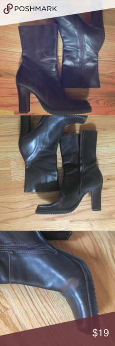 Steve Madden Dark Brown Boots w/ Heels Sz 8 Sassy Steve Madden Dark Brown Leather Boots w/ Heels Sz 8.  Zipper on inside. Pre-loved. Some wear, see picture of right boot with some creasing with lighter coloring in that area only. (I've only worn these with slicks or boot cut jeans, so this did not matter to me because it was covered by my pants). Smoke free, pet free home. Steve Madden Shoes Heeled Boots