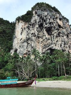 Railay Beach in Thailand Railay Beach, Mount Rushmore, Transportation, Thailand, Mountains, Nature, Travel, Naturaleza, Viajes