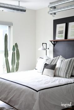 Adding storage in a bedroom - Organized and Updated Bedroom Design Ultra Modern Homes, Decorating Small Spaces, Decorating Ideas, Good To Great, Midcentury Modern, Home Improvement, Bedroom Decor, Organization, Storage
