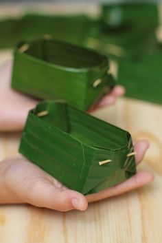 Fruit Packaging, Food Packaging Design, Banana Leaf Plates, Deco Fruit, Sweet Sticky Rice, Party Food Platters, Food Carving, Leaf Crafts, Food Pyramid