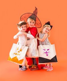 Use this tutorial to make a glitter totes for Halloween.
