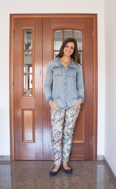 Calça estampada com camisa jeans / printed pants with denin shirt
