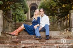 The Cranbrook Art Academy in Detroit sets the perfect stage for this couple's lovely e-session!