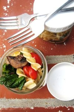 Spinach Pasta Salad with Roasted Mushrooms - meatless main dish salad perfect for packing on picnics or for work lunches.