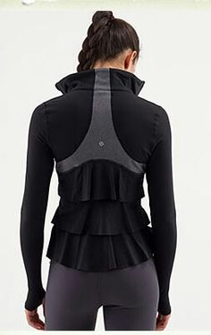 Shut up! Such a cute look for when the temps get cooler and outdoor boot camp is in full swing!