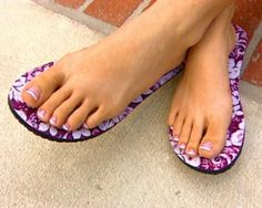 Topless Strapless Sticky Sandals that Stick to Your Feet, Original Topless Flip Flops, Strapless footwear, Disposable Sandals, Topless Sticky Feet. Clever Inventions, Barefoot Running, Slipper Sandals, Designer Sandals, Polished Look, Beauty Trends, Flip Flops, Slippers, Cool Stuff
